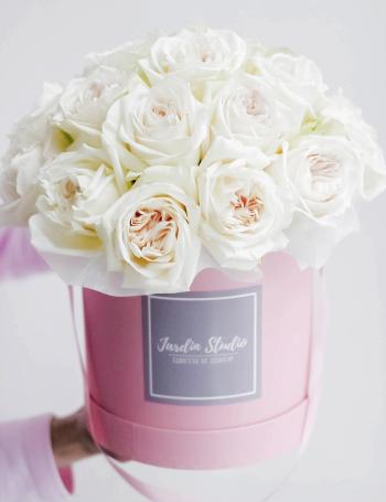 Композиция в коробке из роз WHITE OHARA