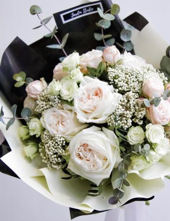 Букет из пионовидных роз WHITE CREAM