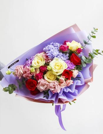 Букет из роз и эустомы VIOLET&FUCHSIA