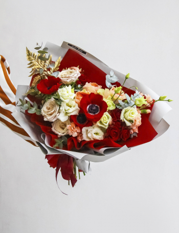 Букет из роз и анемон RED&CAPPUCINO