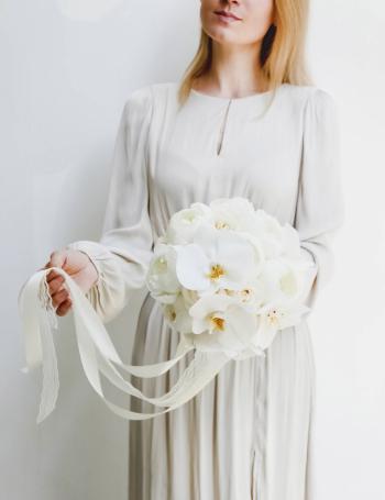 Cвадебный букет из пионов и орхидеи WHITE