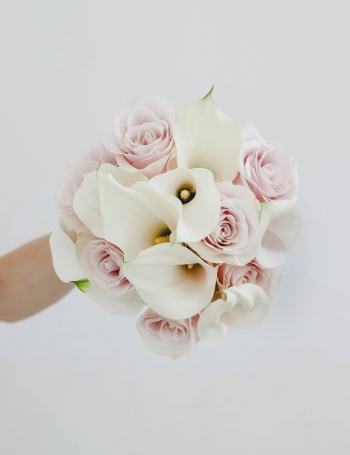 Свадебный букет из калл и роз WHITE&PINK