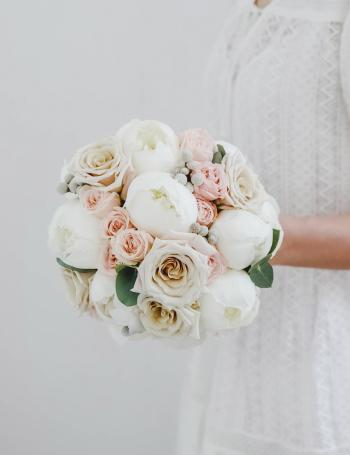 Букет невесты из пионов и роз WHITE&CREAM
