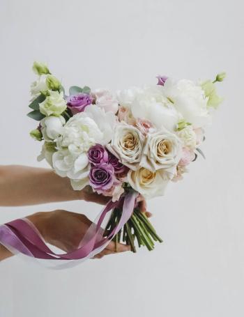 Букет из роз и пионов WHITE&PURPLE