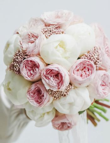 Букет невесты из пионовидных роз и пионов MATTE CREAM