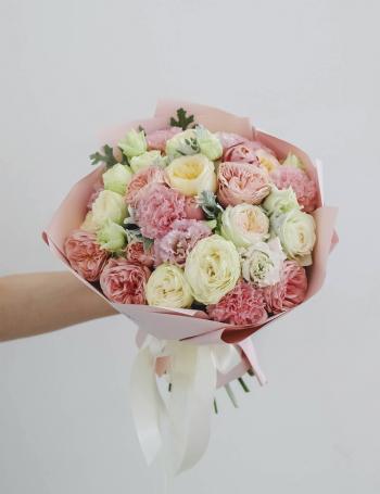 Букет из пионовидных роз и эустомы PEACH JUICE