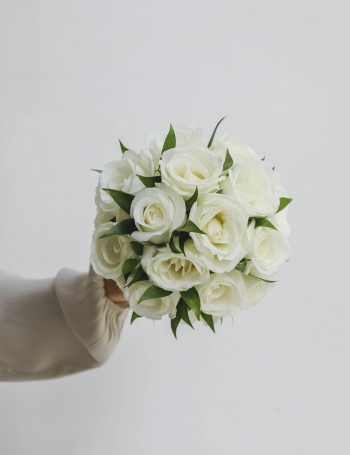 Cвадебный букет из роз WHITE&GREEN