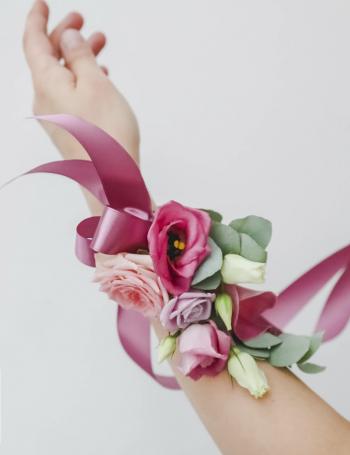 Браслет из цветов в ассортименте BRACELETE