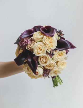 Свадебный букет из калл и роз BOSTON