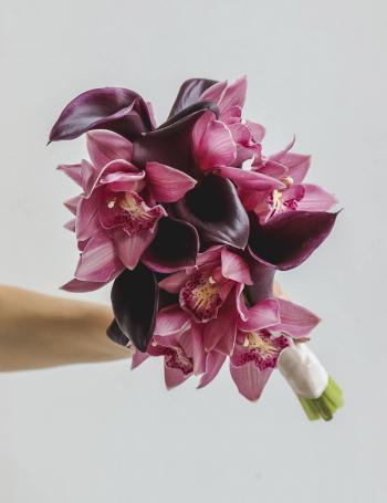 Свадебный букет калл и орхидеи BLACKBERRY