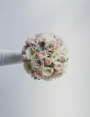 Букет невесты из пионовидных роз WHITE&COCOA