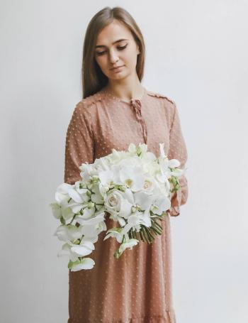 Cвадебный из орхидей и фрезий WHITE