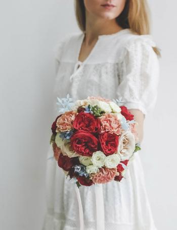 Букет невесты из роз RED&BLUE