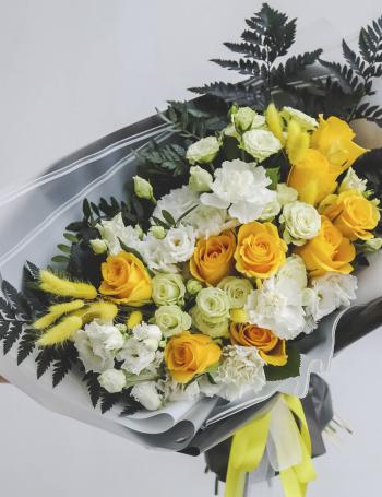 Стильный букет из роз  BLACK&YELLOW