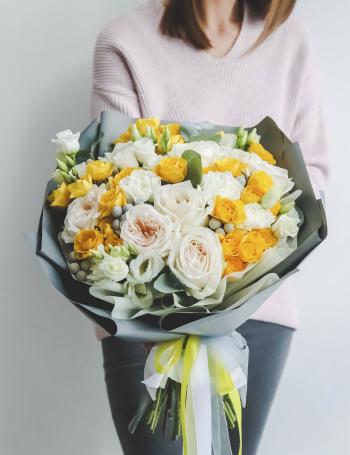 Букет из роз и эустомы YELLOW&GREY