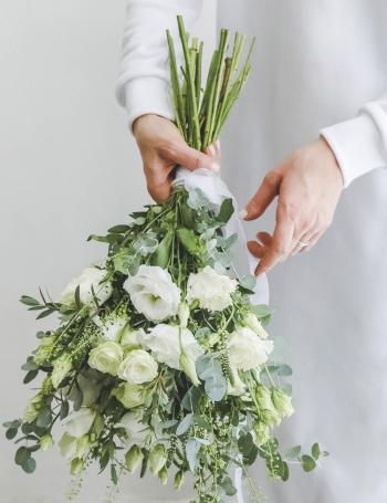 Свадебный букет из роз и эустомы WHITE SPRING