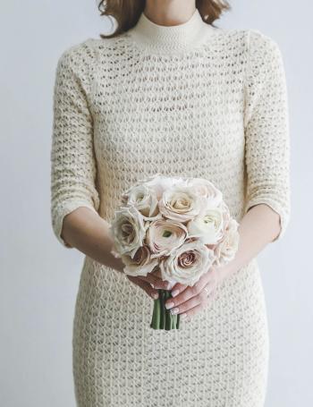 Букет невесты из роз и ранункулюсов CREAM COCOA
