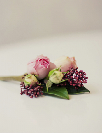 Зимний свадебный букет из роз RED&CAPPUCCINO