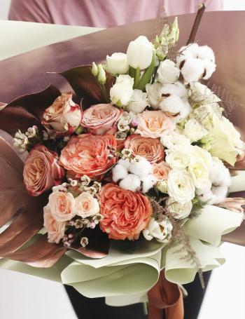 Букет из роз и хлопка CAPPUCCINO&MILK