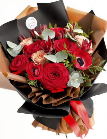 Букет из роз и анемон RED&CAPPUCCINO