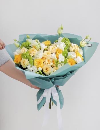 Букет из желтых роз, кустовых роз и эустомы LEMON