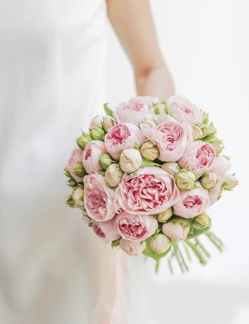 Свадебный букет из пионовидных роз PINK SPRAY