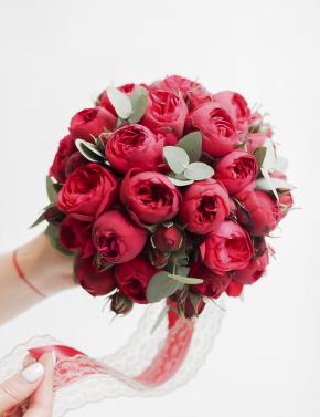 Букет из красных пионовидных роз RED