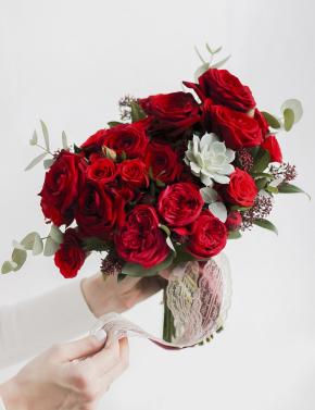 Свадебный букет из красных роз RED