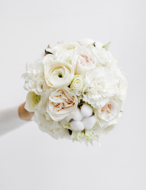 Свадебный букет из ранункулюсов и роз WHITE