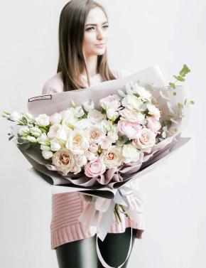 Букет из роз и ранункулюсов WHITE CREAM