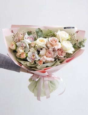 Букет из роз и орхидеи WHITE&CREAM