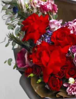 Букет из красных роз RED&PURPLE
