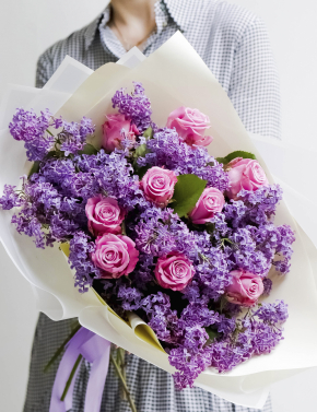 Букет из роз и сирени LILAC&MARITIM