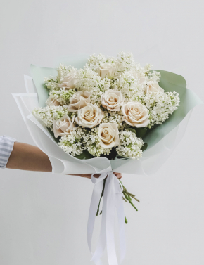 Букет из роз и сирени WHITE&COCOA