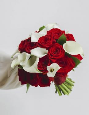 Cвадебный букет из роз калл RED&WHITE