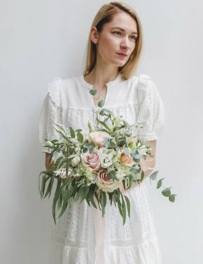 Букет невесты из роз и фрезий DELICATE PINK