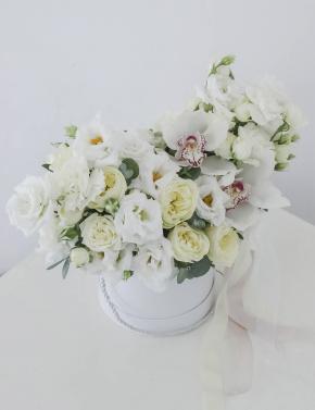 Композиция из роз и эустомы WHITE&CREAM