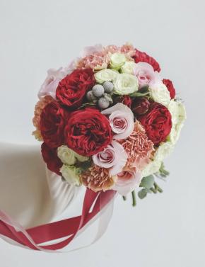 Букет невесты из роз RED&CARAMEL