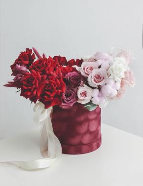 Композиция из роз в коробке RED&PINK