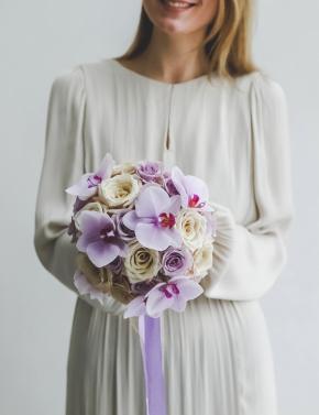 Свадебный букет из орхидеи и роз LILAC&COCOA