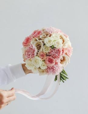 Букет невесты из роз PINK&COCOA