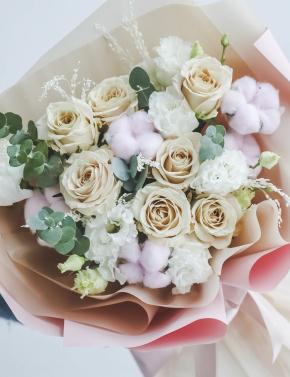 Букет роз и хлопка PINK&COCOA
