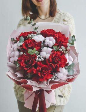 Букет из роз и хлопка RED&WHITE