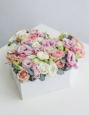Композиция из роз в боксе-сердце PEACH JUICE
