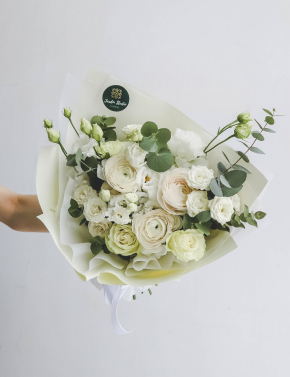 Букет из ранункулюсов и роз WHITE JUICE