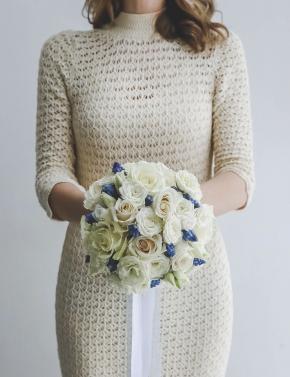 Букет невесты из роз и мускари WHITE&BLUE