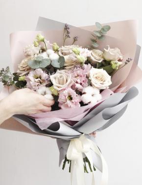 Букет пудровых роз PINK&COCOA