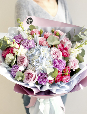 Букет ярких роз и гортензии BRIGHT SUN