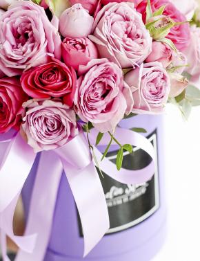 Коробка с пионовидными розами PEONY ROSES
