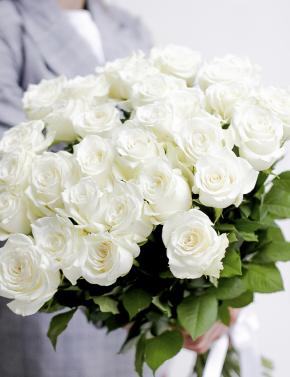 Букет белых роз WHITE ROSES
